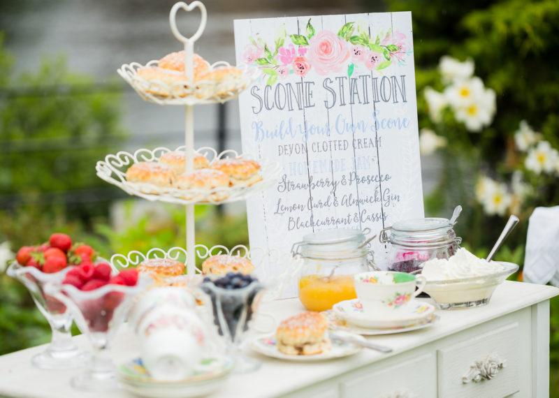 DAPHNE CAKE TABLE - ROSE GARDEN